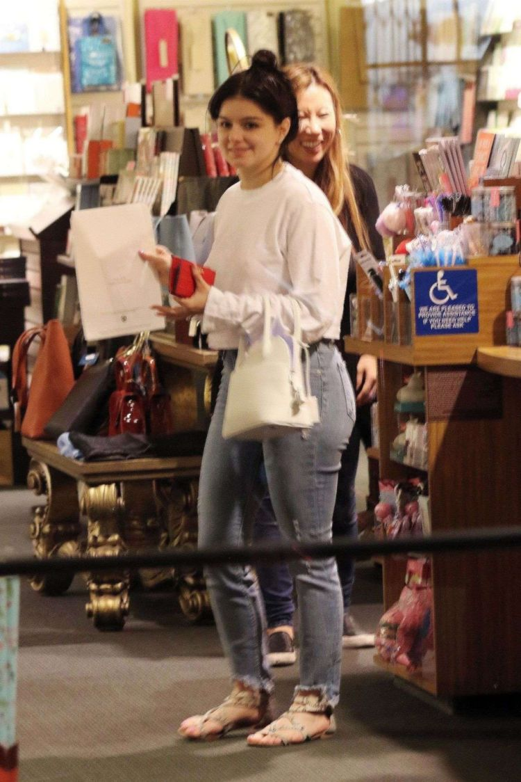 Ariel Winter Spotted Shopping In Jeans Out In Los Angeles