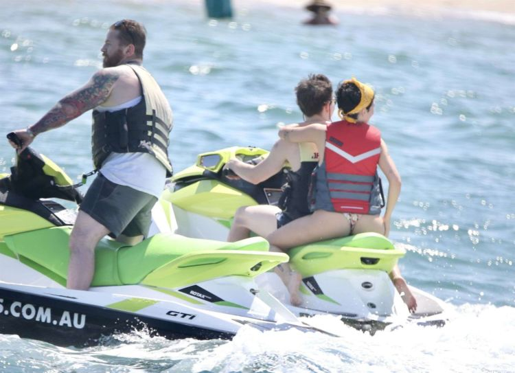 Halsey Candids In Bikini At The Sunny Gold Coast Beach In Australia