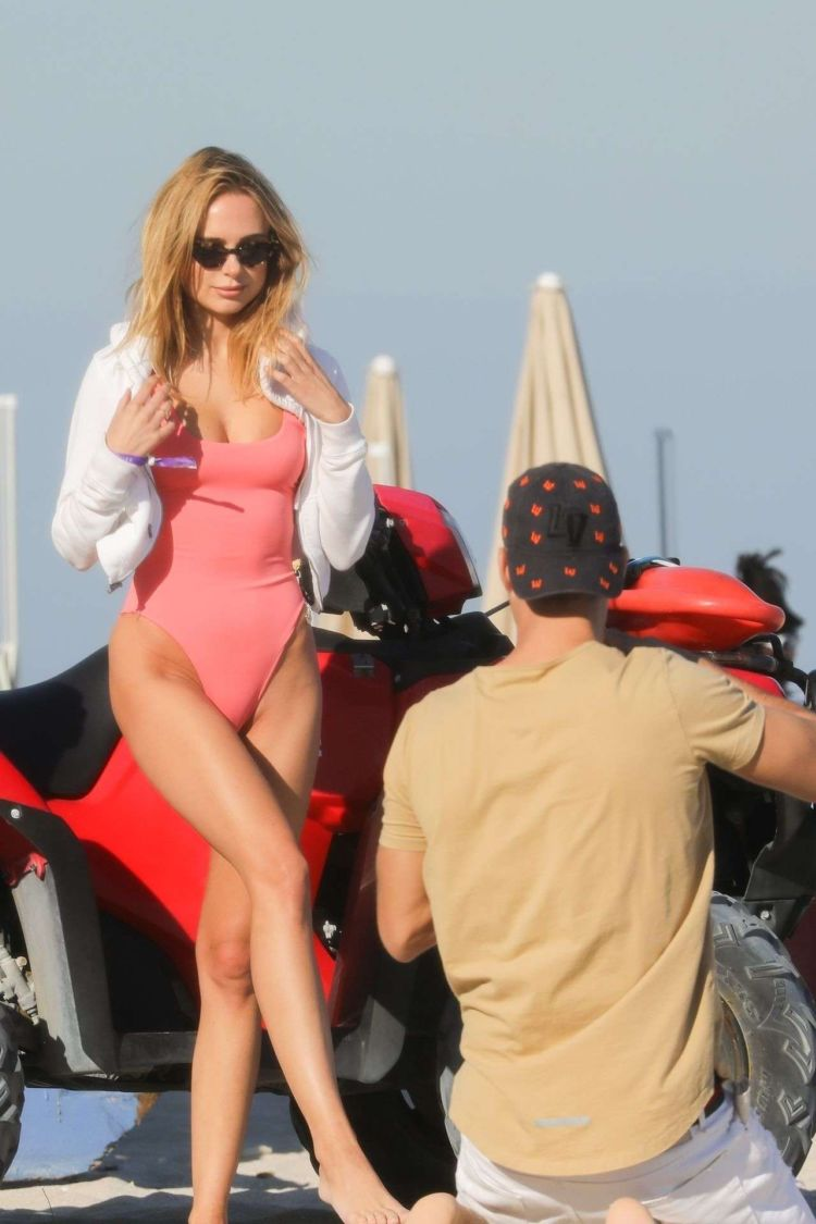 Kimberley Garner Poses In A Pink Swimsuit For A Photoshoot At Miami Beach