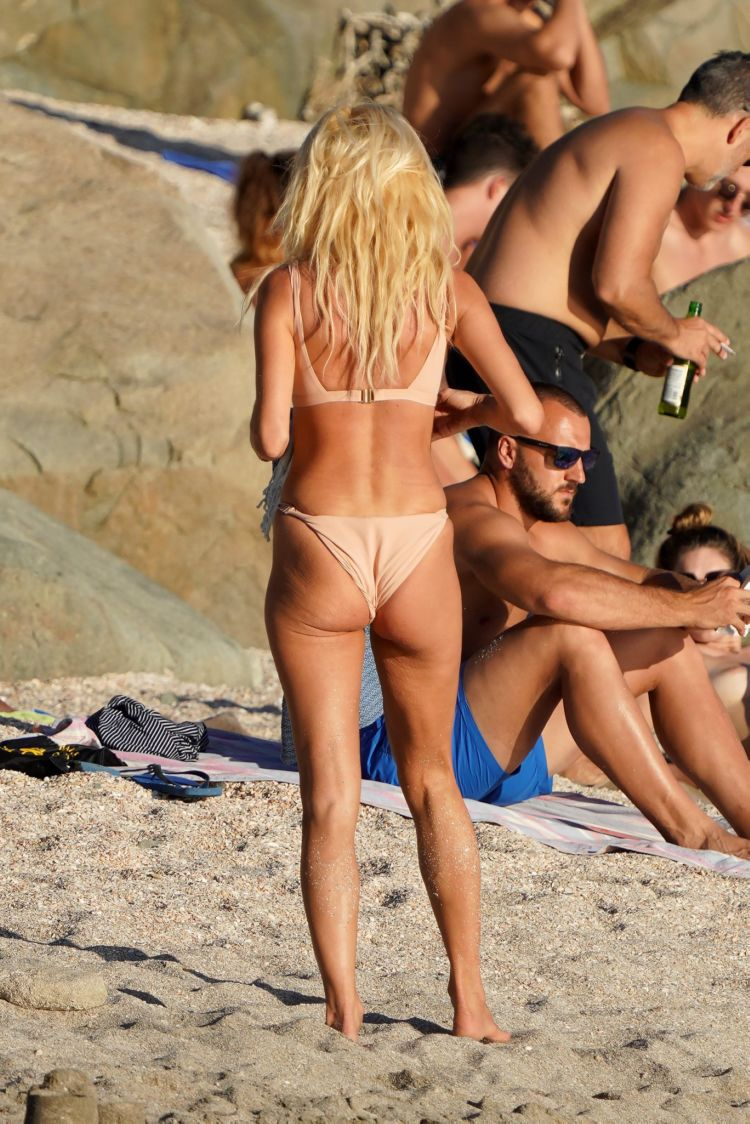 Victoria Silvstedt Sunbathing In Bikini On A Holiday In St Barts